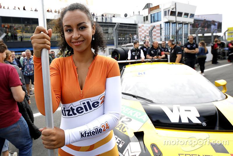 Chica de la parrilla de #12 EFP by TECE Audi R8 LMS: Florian Spengler, Dries Vanthoor