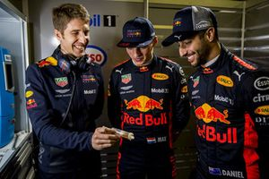 Daniel Ricciardo, Red Bull Racing, Max Verstappen, Red Bull Racing with a Red Bull Racing ExxonMobil engineer