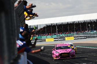 Yarış galibi Sam Tordoff, Motorbase Performance Ford Focus