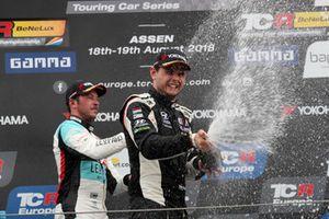 Podium: Race winner Dániel Nagy, M1RA Hyundai i30 N TCR
