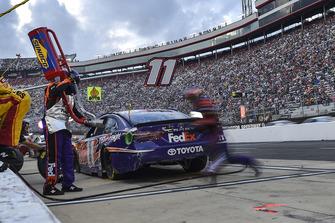 Denny Hamlin, Joe Gibbs Racing, Toyota Camry FedEx Freight, makes a pit stop