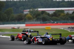 Petru Florescu, Fortec Motorsports Dallara F317 - Mercedes-Benz, Ameya Vaidyanathan, Carlin Dallara F317 - Volkswagen