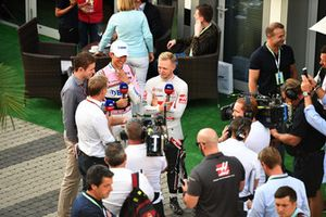 Kevin Magnussen, Haas F1 Team and Esteban Ocon, Racing Point Force India F1 Team talks with Paul di Resta, Sky TV and Simon Lazenby, Sky TV