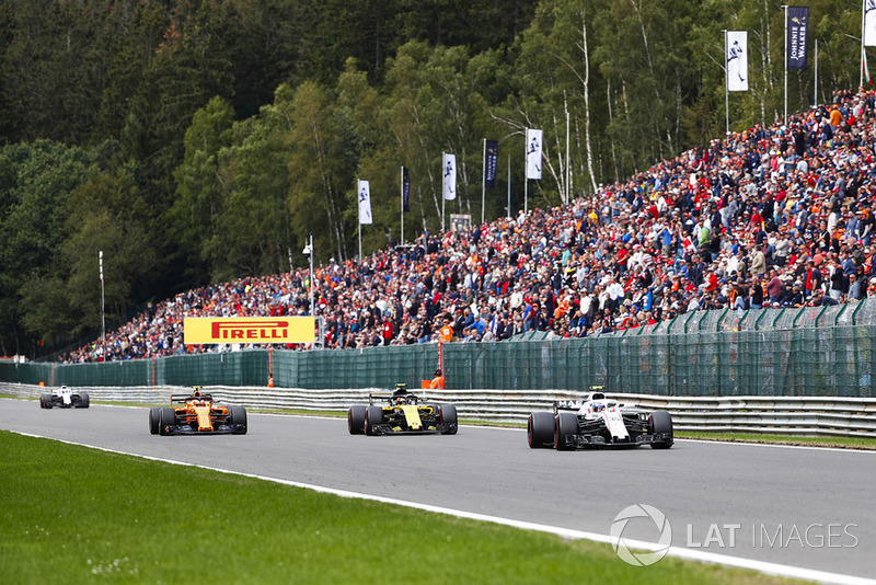 Sergey Sirotkin, Williams FW41, leads Carlos Sainz Jr., Renault Sport F1 Team R.S. 18, and Stoffel Vandoorne, McLaren MCL33