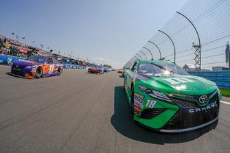Pace-Laps: Denny Hamlin, Joe Gibbs Racing, Toyota Camry FedEx Ground, Kyle Busch, Joe Gibbs Racing, Toyota Camry M&M's Flavor Vote Winner
