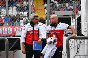 Xevi Pujolar, Sauber F1 Team Head of Track Engineering and Simone Resta, Sauber F1 Team Designer