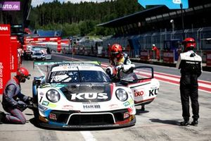 #74 Ku?s Team Bernhard Porsche 911 GT3 R: Jannes Fittje, Dennis Olsen