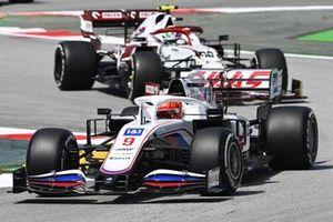 Никита Мазепин, Haas VF-21, Антонио Джовинацци, Alfa Romeo Racing C41