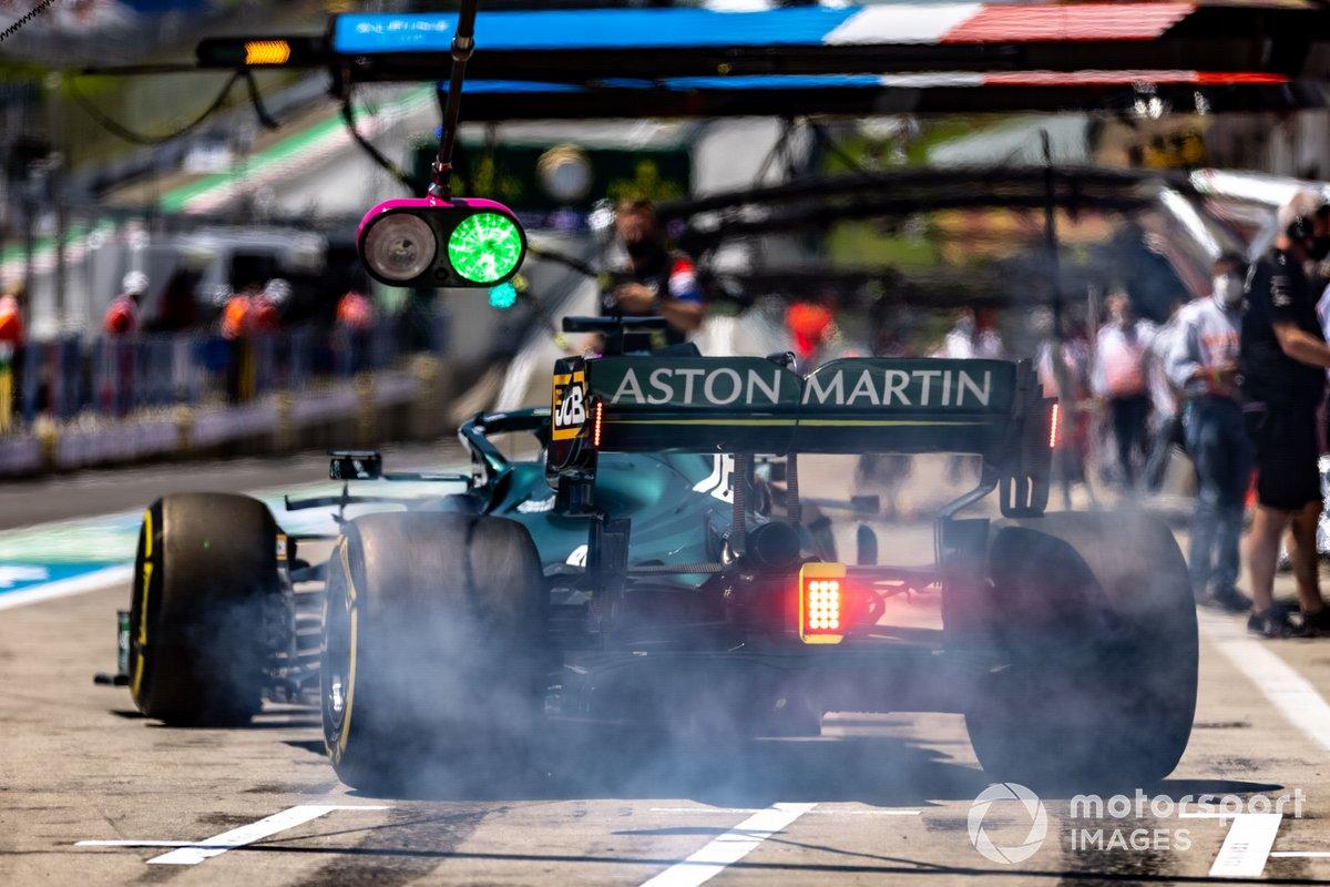 Lance Stroll, Aston Martin AMR21 sale de pits