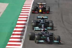 Lewis Hamilton, Mercedes W12, Valtteri Bottas, Mercedes W12, en Max Verstappen, Red Bull Racing RB16B