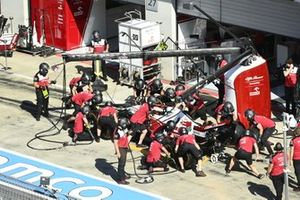 Kimi Raikkonen, Alfa Romeo Racing C41, in the pits