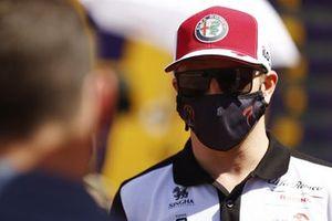 Kimi Raikkonen, Alfa Romeo Racing, viene intervistato
