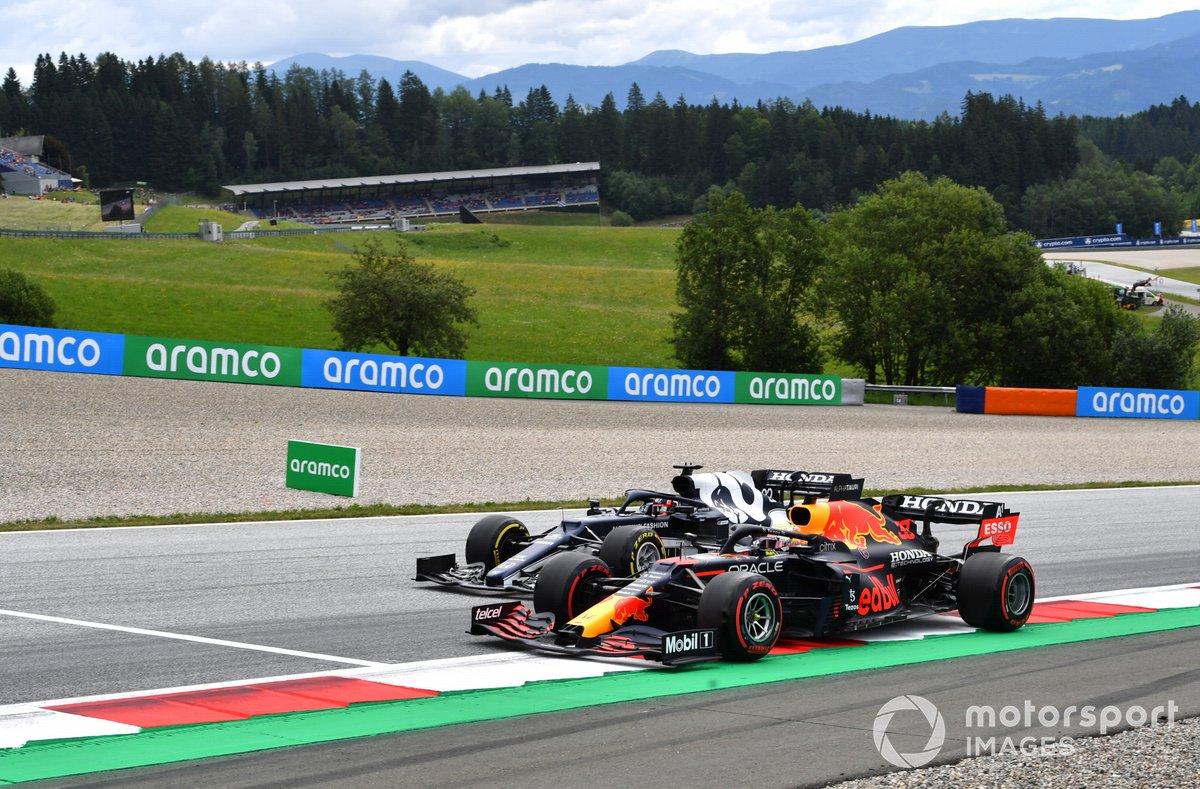 Max Verstappen, Red Bull Racing RB16B, Yuki Tsunoda, AlphaTauri AT02