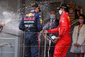Max Verstappen, Red Bull Racing, Carlos Sainz Jr., Ferrari