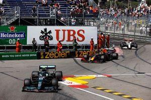 Sebastian Vettel, Aston Martin AMR21, Sergio Perez, Red Bull Racing RB16B, and Antonio Giovinazzi, Alfa Romeo Racing C41
