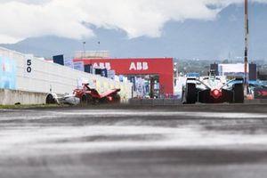 Sergio Sette Camara, Dragon Penske Autosport, Penske EV-5 hace un trompo