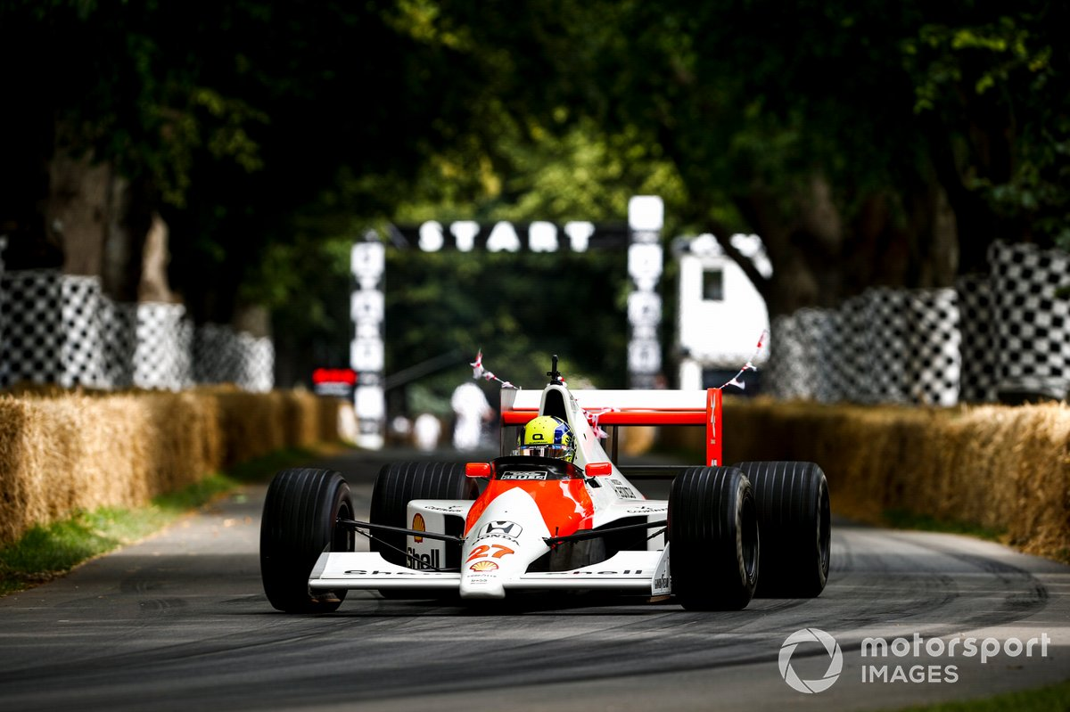Lando Norris au volant de la McLaren-Honda MP4/5B (1990)