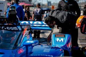 Ed Jones, Dale Coyne Racing with Vasser Sullivan Honda crew member