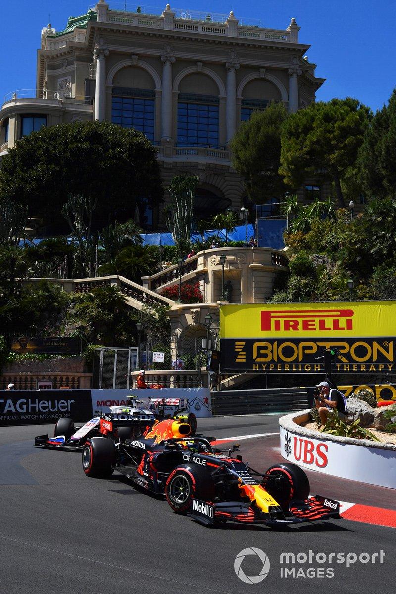 Sergio Pérez, Red Bull Racing RB16B, Mick Schumacher, Haas VF-21