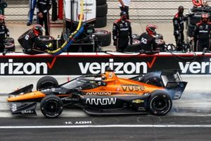 Patricio O'Ward, Arrow McLaren SP Chevrolet, fait un arrêt au stand
