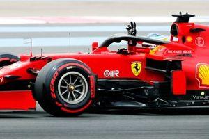 Charles Leclerc, Ferrari SF21, waves from his cockpit