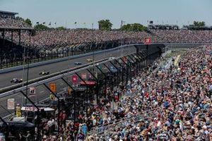 Alexander Rossi, Andretti Autosport Honda, Ed Jones, Dale Coyne Racing with Vasser Sullivan Honda, fans
