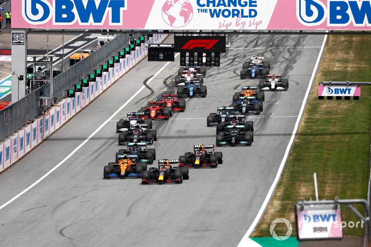 Max Verstappen, Red Bull Racing RB16B, Lando Norris, McLaren MCL35M, Sergio Pérez, Red Bull Racing RB16B, Lewis Hamilton, Mercedes W12, Valtteri Bottas, Mercedes W12, Pierre Gasly, AlphaTauri AT02, al inicio