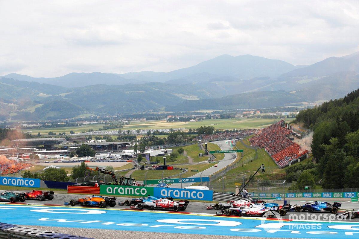 Sebastian Vettel, Aston Martin AMR21, Carlos Sainz Jr., Ferrari SF21, Daniel Ricciardo, McLaren MCL35M, Fernando Alonso, Alpine A521, Kimi Raikkonen, Alfa Romeo Racing C41