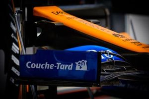 McLaren MCL34 Couche-Tard logo on the front wing