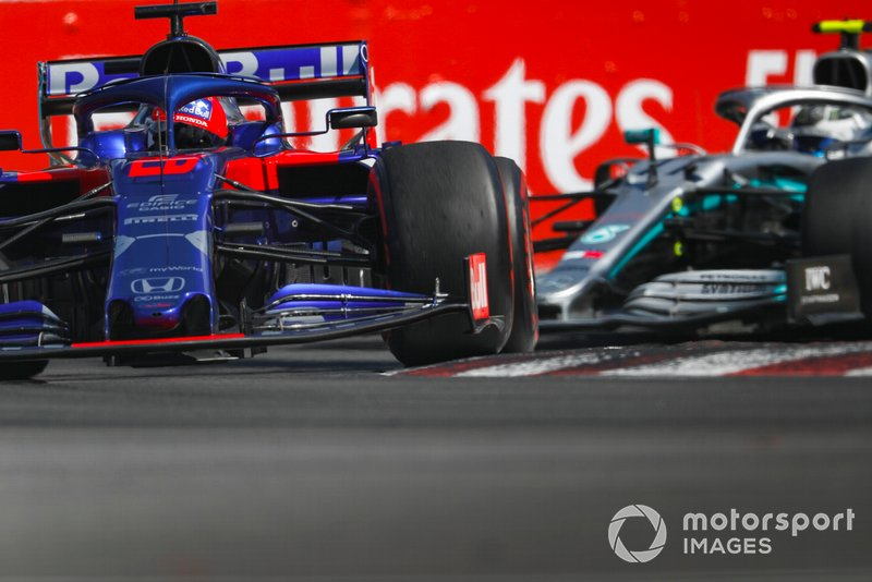 10: Daniil Kvyat, Toro Rosso STR14, 1'11.921