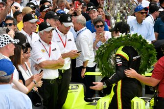 Simon Pagenaud, Team Penske Chevrolet celebrates the win with in Victory Lane with Roger Penske