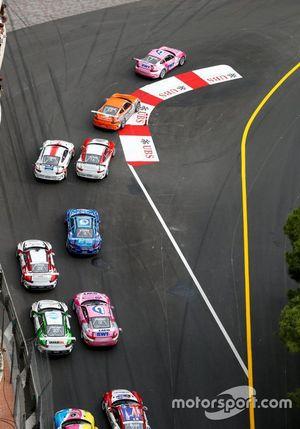 Start action, Michael Ammermüller, BWT Lechner Racing leads