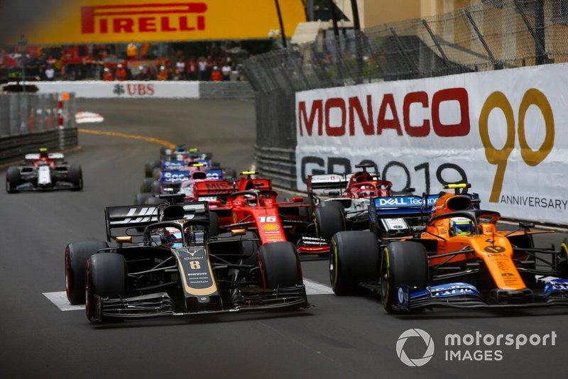 Lando Norris, McLaren MCL34, leads Romain Grosjean, Haas F1 Team VF-19, Charles Leclerc, Ferrari SF90, Kimi Raikkonen, Alfa Romeo Racing C38, and the remainder of the field at the start