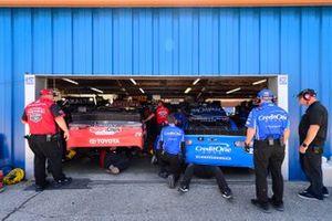 Erik Jones, Joe Gibbs Racing, Toyota Camry Craftsman / Sport Clips, Kyle Larson, Chip Ganassi Racing, Chevrolet Camaro Credit One Bank