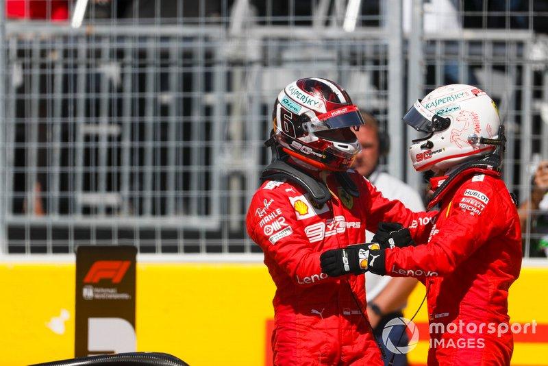 Charles Leclerc, Ferrari, si congratula con il compagno di squadra, Sebastian Vettel, Ferrari, per la pole position