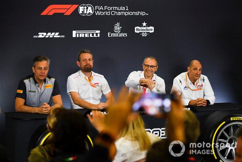 Mario Isola, Racing Manager, Pirelli Motorsport, Steve Nielsen, Stefano Domenicali e Bruno Michel alla conferenza stampa per le nuove gomme F2
