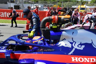 Alexander Albon, Toro Rosso STR14, arrives on the grid
