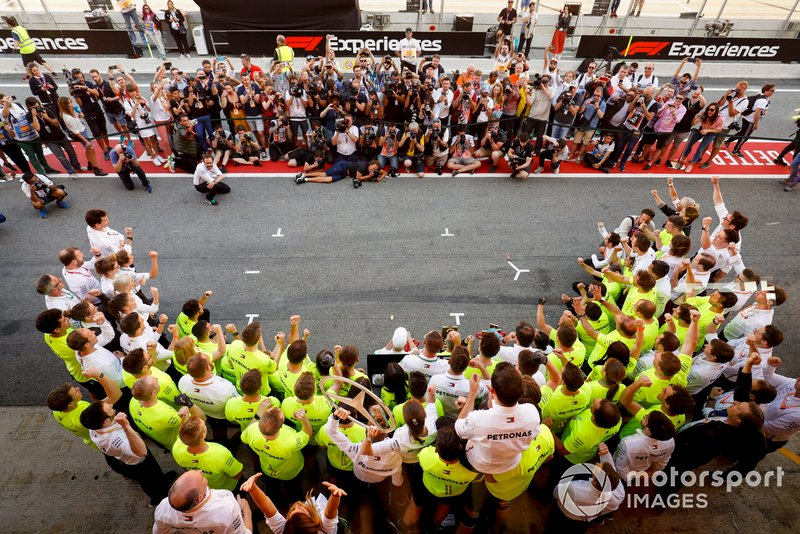 Lewis Hamilton, Mercedes AMG F1, 1st position, celebrates with his team after the race