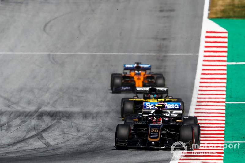 Kevin Magnussen, Haas F1 Team VF-19, precede Lance Stroll, Racing Point RP19, Daniel Ricciardo, Renault F1 Team R.S.19, e Carlos Sainz Jr., McLaren MCL34