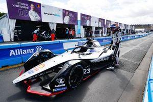 Sébastien Buemi, Nissan e.Dams, beside his Nissan IMO1
