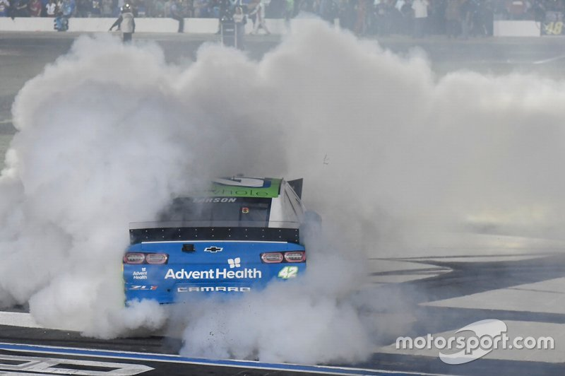 Ganador del All-Star Race Kyle Larson, Chip Ganassi Racing, Chevrolet Camaro Advent Health