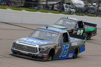 Austin Hill, Hattori Racing Enterprises, Toyota Tundra ARCO National Construction and Jesse Little, JJL Motorsports, Ford F-150 Skuttle Tight