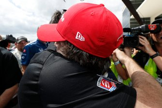 Colton Herta, Harding Steinbrenner Racing Honda gets a hug from dad Bryan