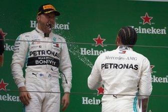 Podyum: Yarış galibi Lewis Hamilton, Mercedes AMG F1, 2. Valtteri Bottas, Mercedes AMG F1