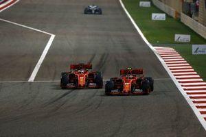 Sebastian Vettel, Ferrari SF90, en Charles Leclerc, Ferrari SF90
