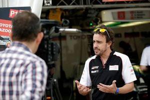 #8 Toyota Gazoo Racing Toyota TS050: Fernando Alonso en Julia Piquet, Motorsport.com
