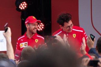Sebastian Vettel, y Mattia Binotto, director de Ferrari
