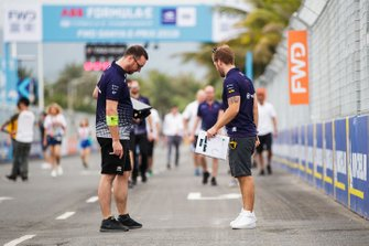 Sam Bird, Envision Virgin Racing, walks the track with team members
