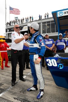 Il poleman Takuma Sato, Rahal Letterman Lanigan Racing Honda, con il proprietario del team
