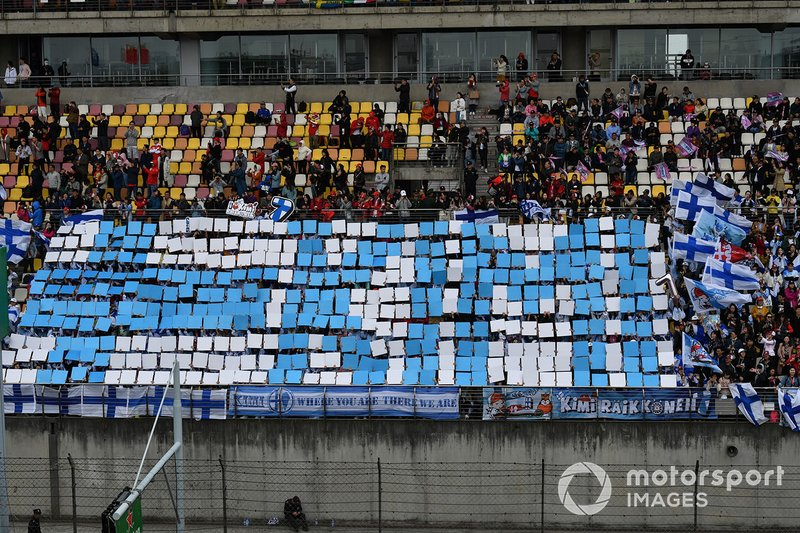 Crowd support for Kimi Raikkonen, Alfa Romeo Racing
